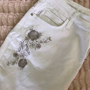 White Lee Jeans with floral embroidery 10/M